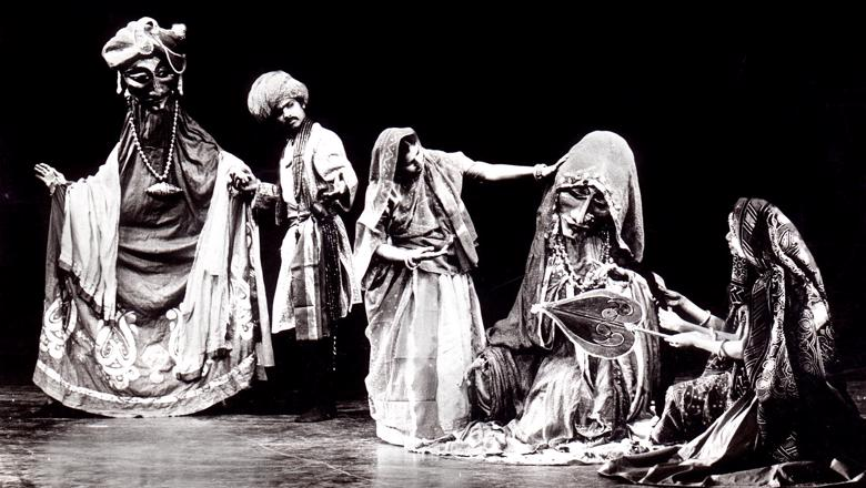 Still of an Indian puppetry show: Dhola Maru (1982) by Sutradhar Puppet Theatre (New Delhi, India), direction and design: Dadi D. Pudumjee (c) Dadi D. Pudumjee