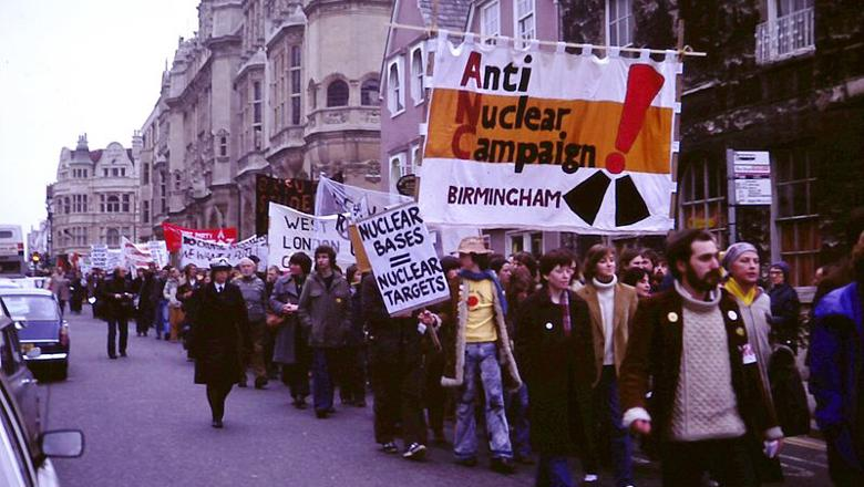 Anti-nuclear_weapons_protest,_UK_1980