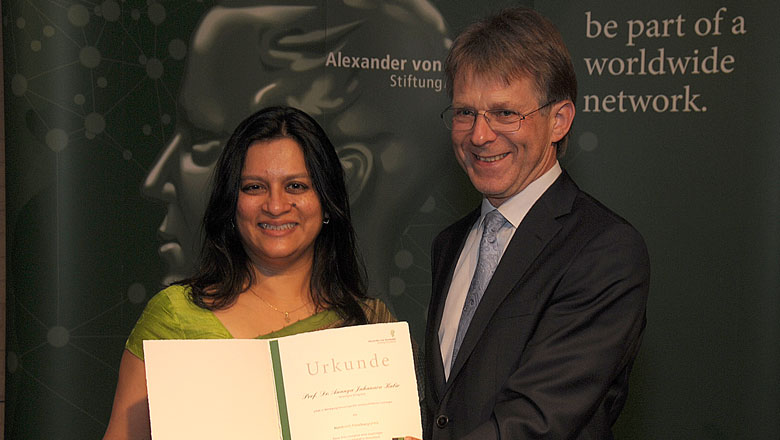 Professor Ananya Jahanara Kabir presented with award