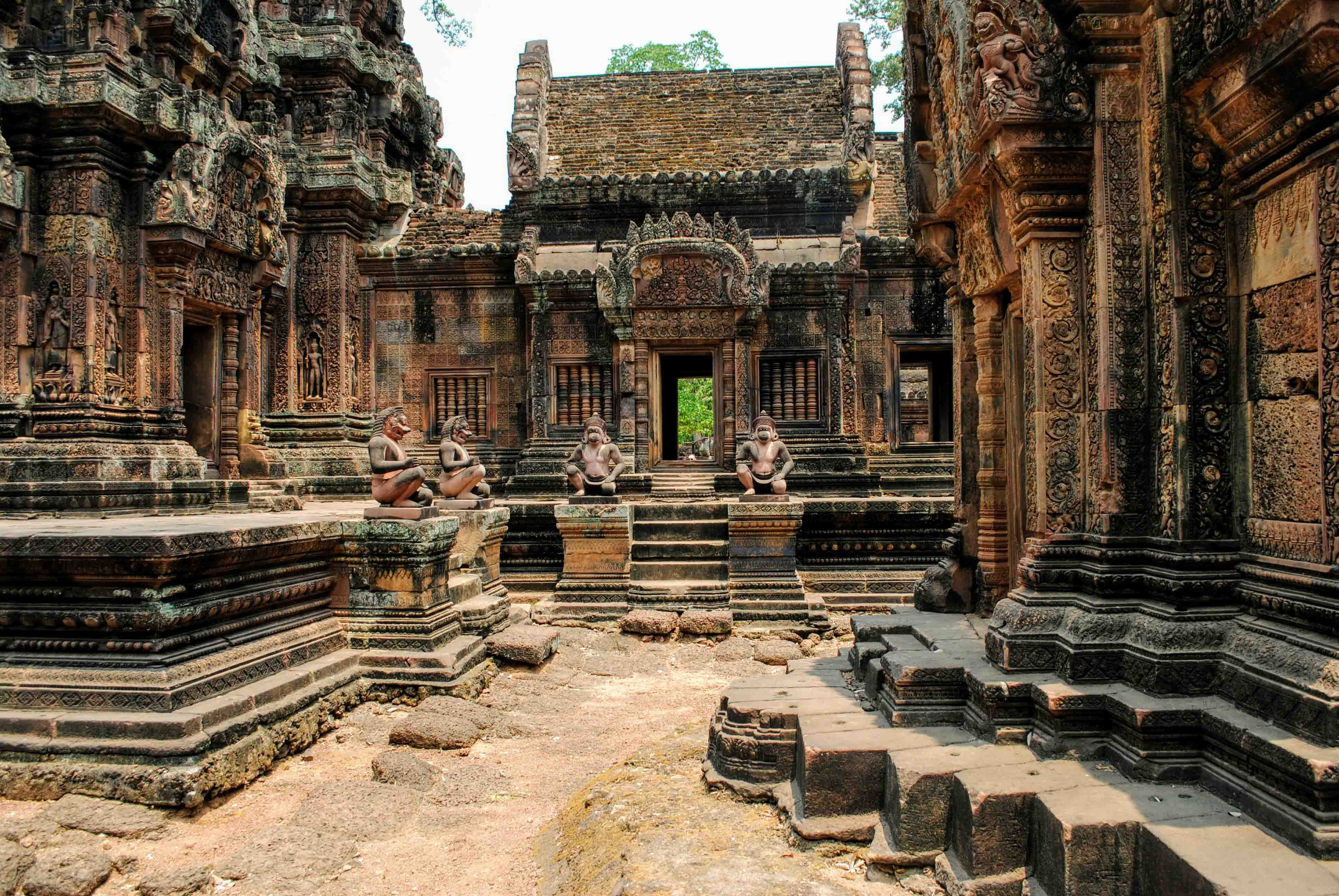 Banteay Srei by Sophie Lindsay