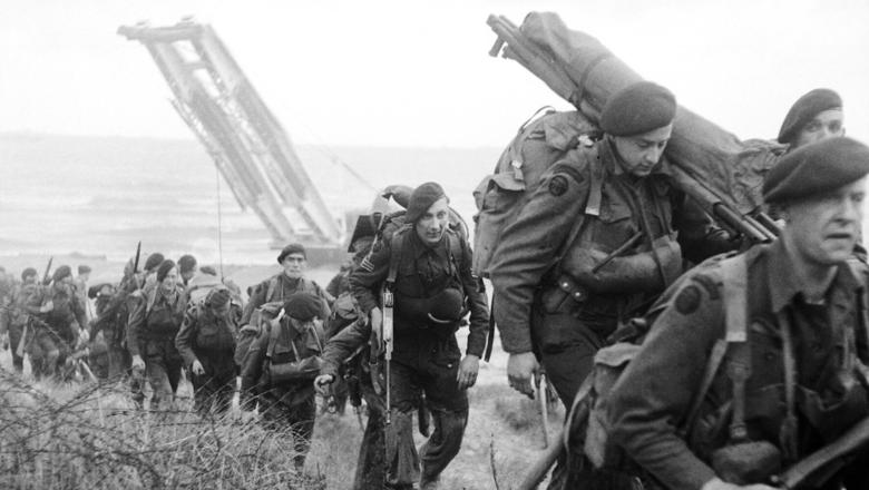 D-Day royal-marine-commandos-in-from-sword-beach-d-day-world-war-ii